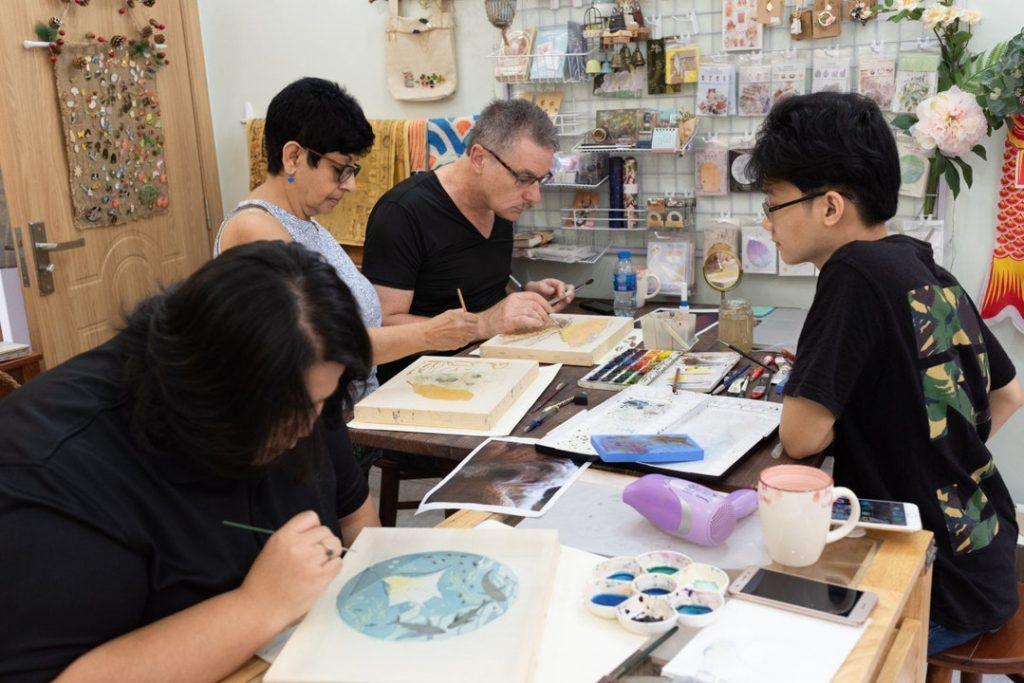 trải nghiệm vẽ tranh lụa truyền thống sài gòn cùng Vibeji