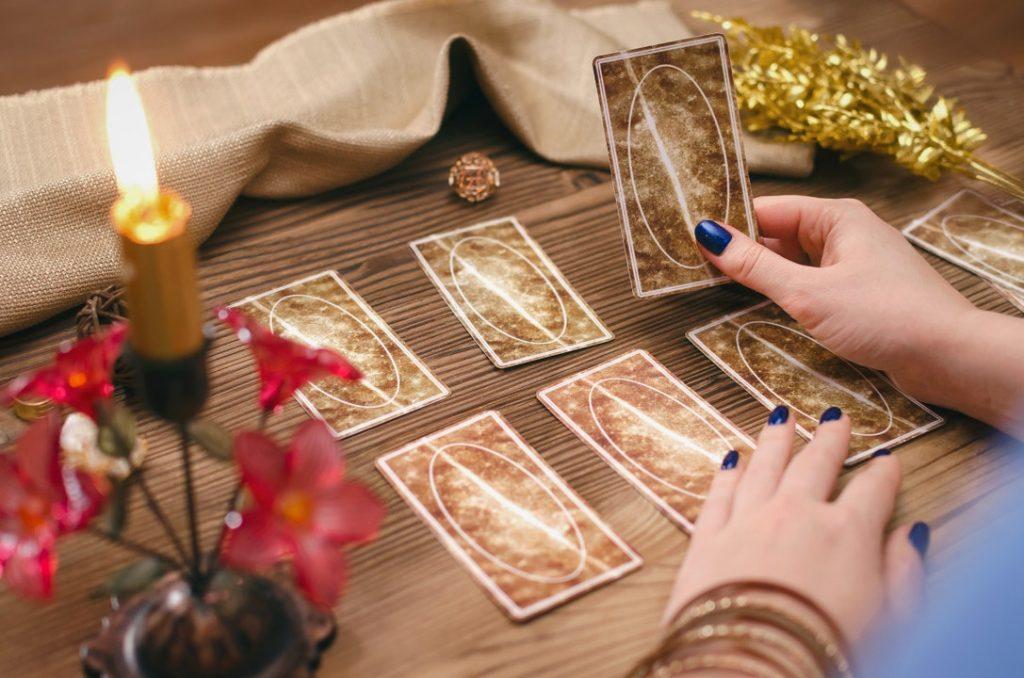trải nghiệm xem bài tarot là cuộc hội thoại giữa 2 người lạ